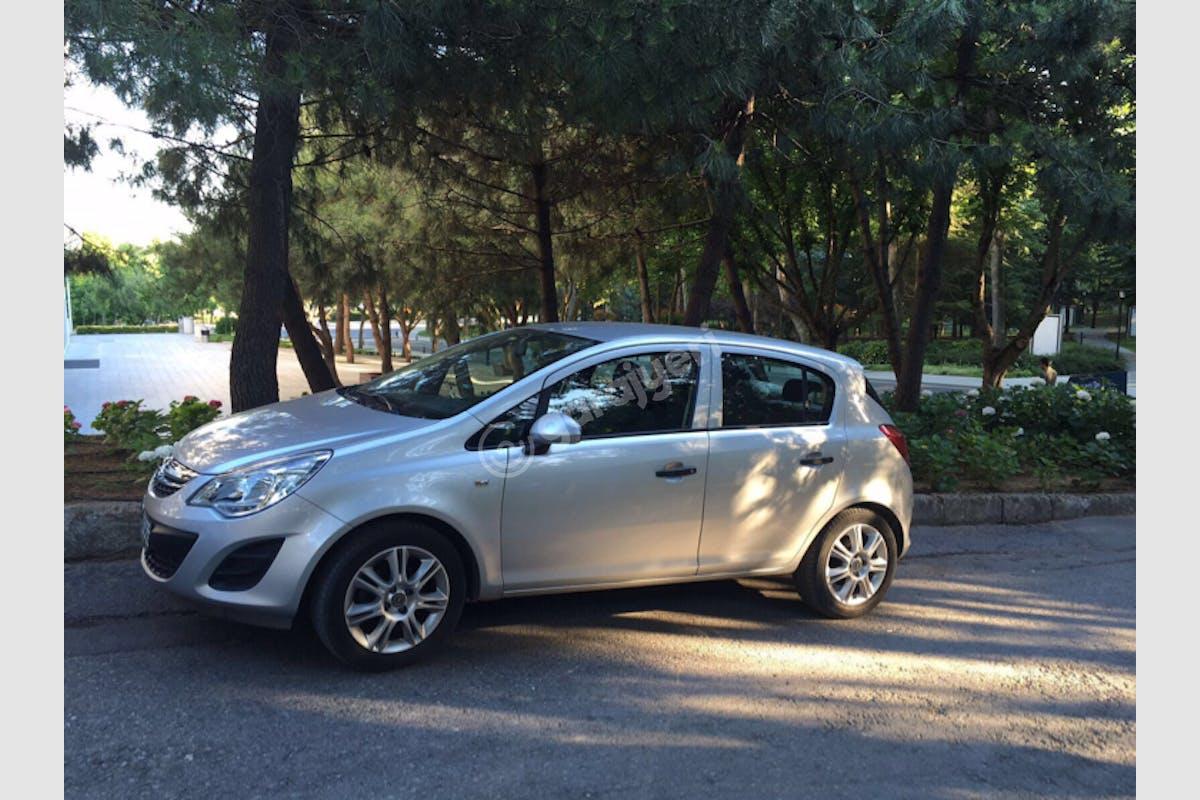 Opel Corsa Sarıyer Kiralık Araç 1. Fotoğraf