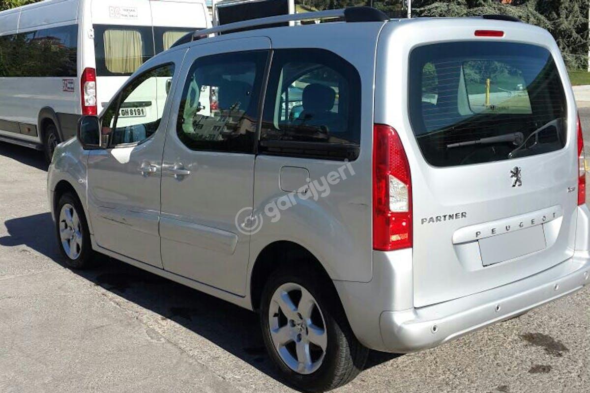 Peugeot Partner Kartal Kiralık Araç 4. Fotoğraf