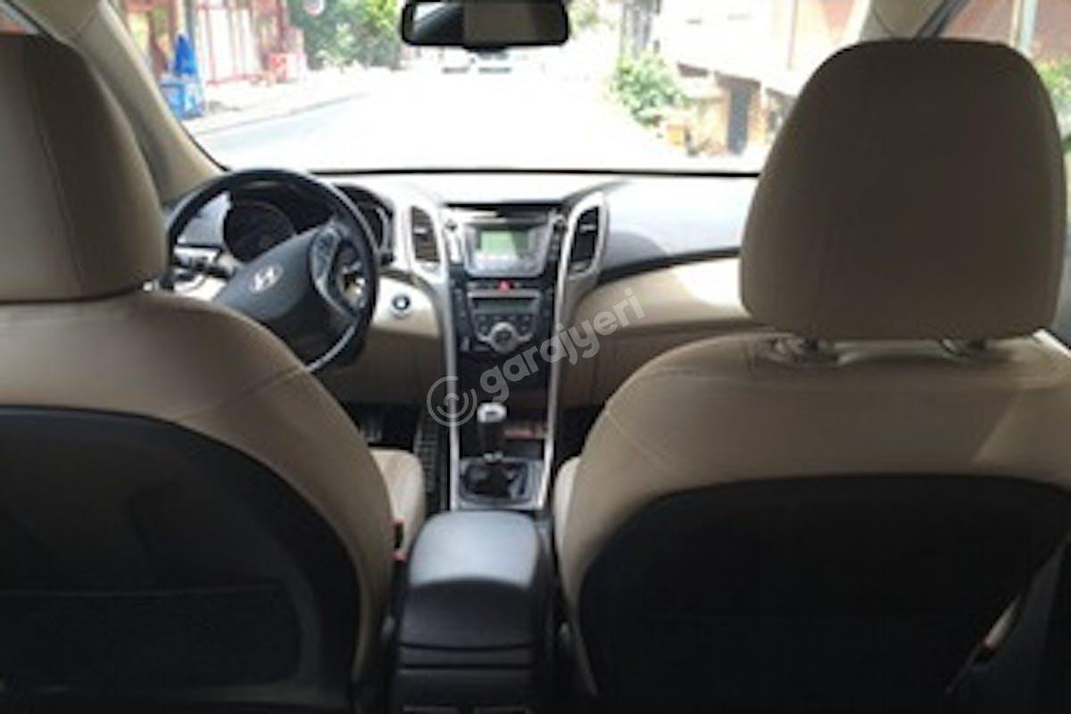 Hyundai i30 Ümraniye Kiralık Araç 3. Fotoğraf
