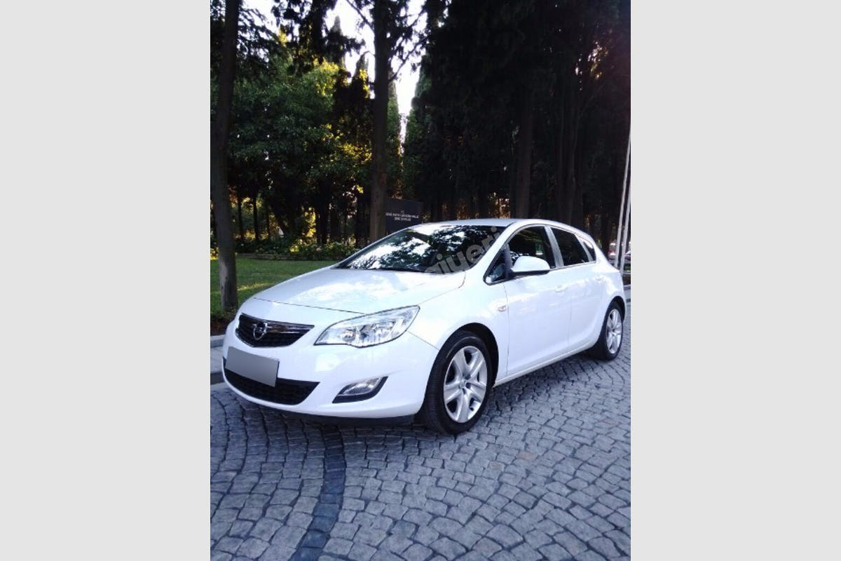 Opel Astra Gaziosmanpaşa Kiralık Araç 1. Fotoğraf