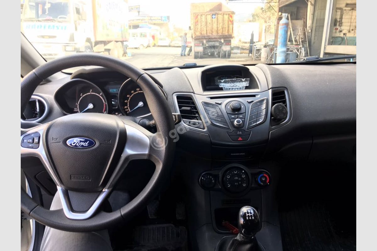 Ford Fiesta Bornova Kiralık Araç 2. Fotoğraf