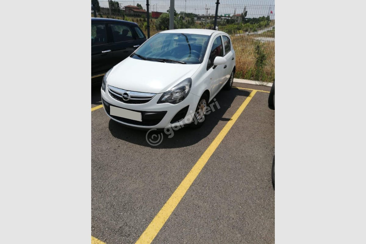 Opel Corsa Ataşehir Kiralık Araç 1. Fotoğraf