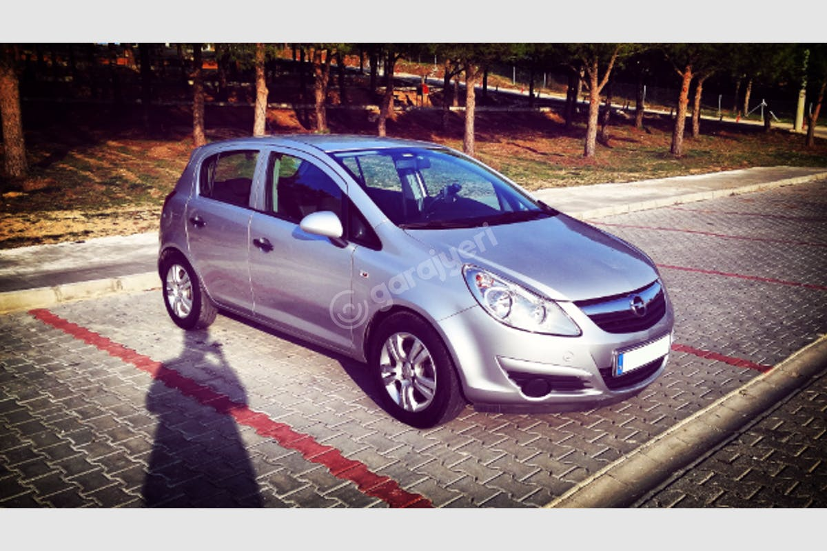 Opel Corsa Merkez Kiralık Araç 2. Fotoğraf